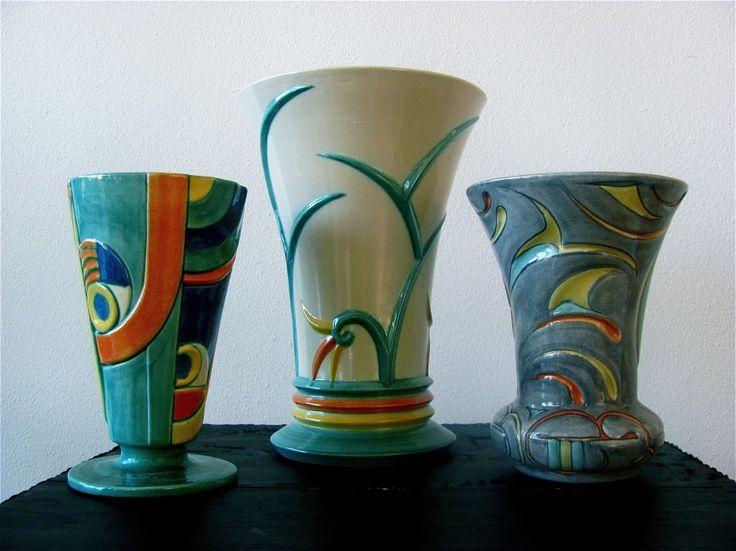 Drie Reliëf vazen velsen pottery aardewerk