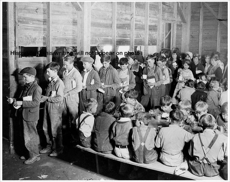 1931 ARKANSAS DEPRESSION ERA SCHOOL LUNCH CHILD PHOTORed Crosses, Arkansas History, 1930S, Vintage Photos, Schools Lunches, Depression Era, School Lunches, Desperate 1930 S, Era Schools