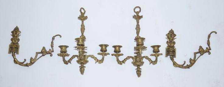Een paar messing 3-lichts kaaren wandlusters met druivenmotieven, Frankrijk einde 19e eeuw