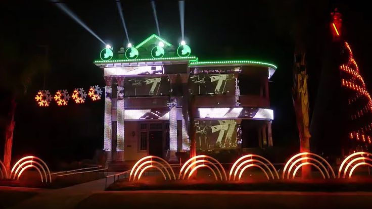 This STAR WARS Christmas Light Show is Completely Nuts!