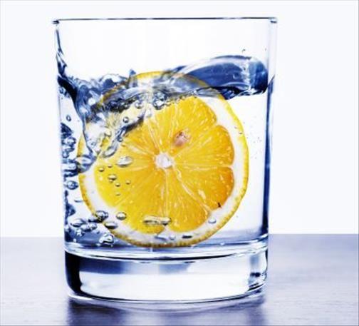Découvrez les bienfaits de l'eau chaude citron le matin à jeun dans un régime pour maigrir, pour le mal de gorge, pour la détox du foie, pour la constipation et contre la diarrhée. Eau chaude avec le jus d'un citron le matin à jeun Bienfaits de l'eau chaude citronnée Citron avec de l'eau chaude pour […]