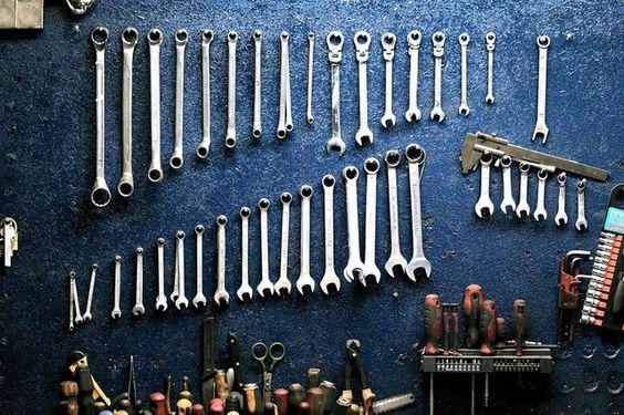 Tutto inizia sempre con una sola chiave inglese ma presto avrai una collezione degna di un piano lavoro da vero uomo!