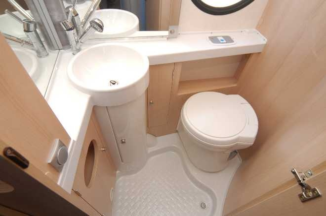 tab tab 400l from the uk with a bathroom love the sink t b trailer life pinterest. Black Bedroom Furniture Sets. Home Design Ideas