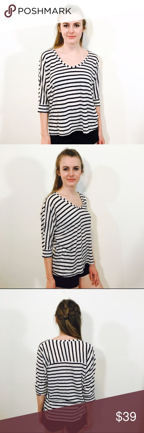 SPLENDID STRIPED NAUTICAL LIGHTWEIGHT BATWING TOP Breathable, casual and fun. EUC, no issues. Splendid Tops