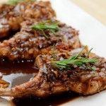Χοιρινά μπριζολάκια με σάλτσα λαχανικών και μπαλσάμικο - http://idiva.gr/χοιρινά-μπριζολάκια-με-σάλτσα-λαχανι/