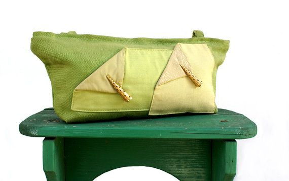 Purse in green cotton with 2 cones and 1 pendant by StrofediStoffa