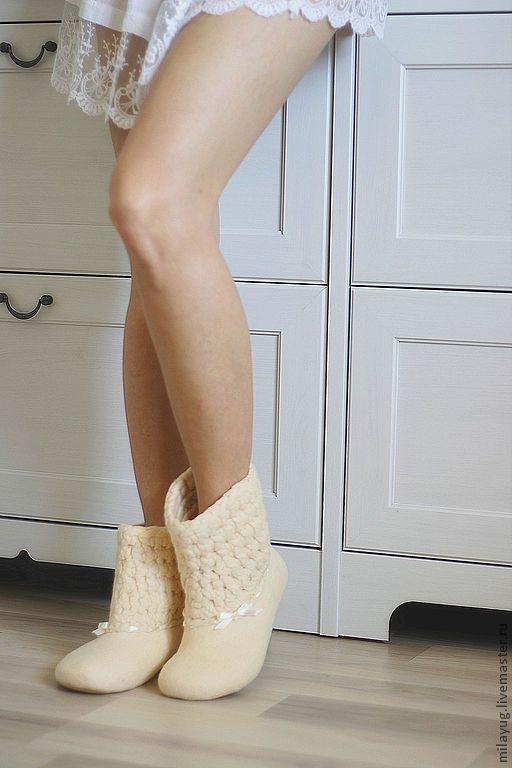 """Обувь ручной работы. Ярмарка Мастеров - ручная работа. Купить """"Ванильное небо"""" валяные сапожки для дома. Handmade. Бежевый, винтаж"""