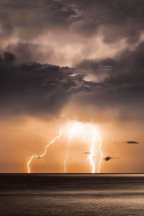 34 best lightning images on Pinterest Lightning storms