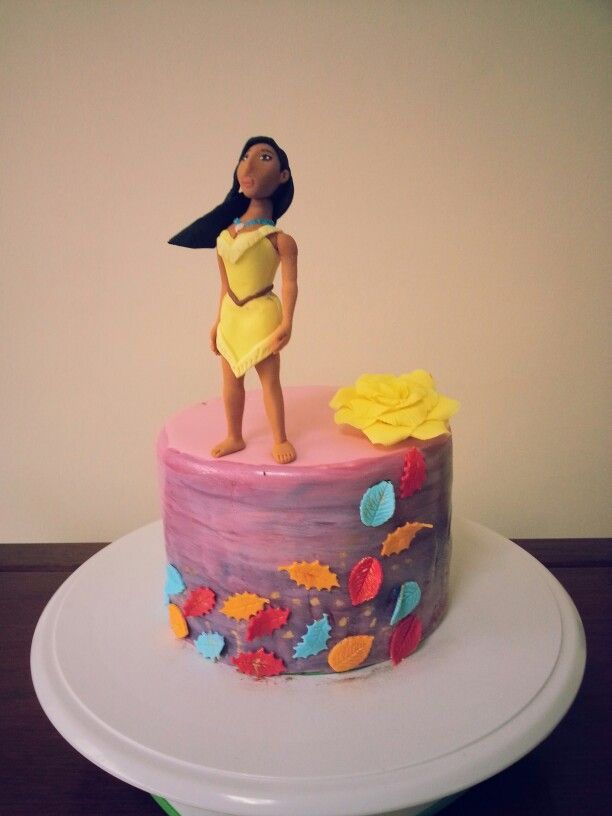 Love the leaves! I don't like the character and the color of the cake. But I finally found the leaf inspiration