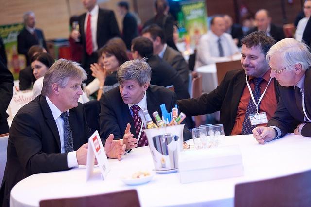 Během obou dnů konference Retail Summit je mnoho příležitostí pro diskuzi.