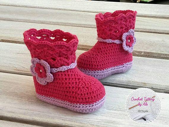 Guarda questo articolo nel mio negozio Etsy https://www.etsy.com/it/listing/548425325/stivali-a-uncinetto-per-neonata-lilla-e