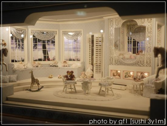 ..wish I knew who designed this room.  One of the prettiest ones ever.