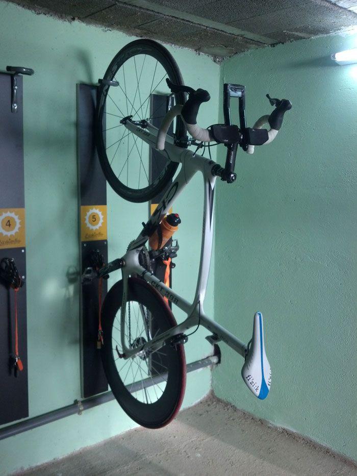 Mejores 68 im genes de guardar la bici en casa en for Guardar bicicletas en el jardin