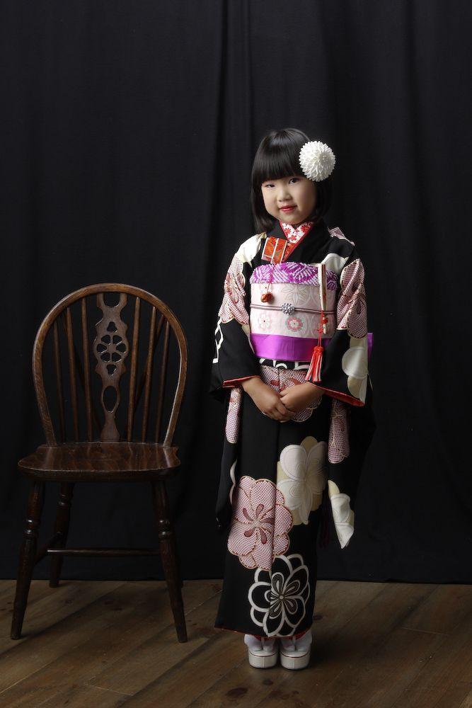 スタジオズイムです。7歳さんの七五三 写真。帯留めは、お誕生月にあわせてあじさいの帯留めです。おしゃれ! スタジオズイムは仙台の写真館です。 仙台フォトスタジオ仙台七五三仙台七五三写真仙台写真館仙台写真スタジオ写真屋七五三着物レンタルきものレンタル