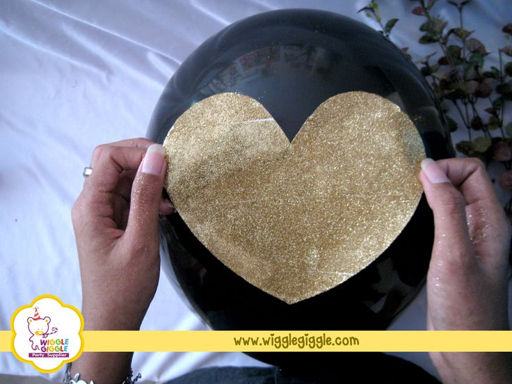Stick the heart to the balloon with glue. Visit us at www.wigglegiggle.com