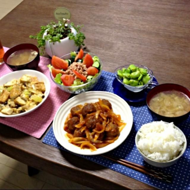 そら豆と新玉ねぎ、旬のお野菜です!やっぱり旬の物は美味しいなぁ。 ( ´ ▽ ` )ノ - 18件のもぐもぐ - 新玉ねぎと肉団子の甘酢あん、厚揚げとキノコのオイスター煮、ツナサラダ、そら豆の塩茹で、キャベツの中華スープ、ご飯 by pentarou