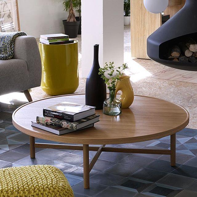 Etta soffbord är ett stilrent, runt och enkelt bord som passar in i de flesta hem. Bordsunderrede i massiv ek och bordsskiva i ekfaner. Mått: Ø120x35cm. Pris 4999kr. Finns i Skrapan & Täby C men går givetvis att beställa i alla våra butiker. #habitatsverige