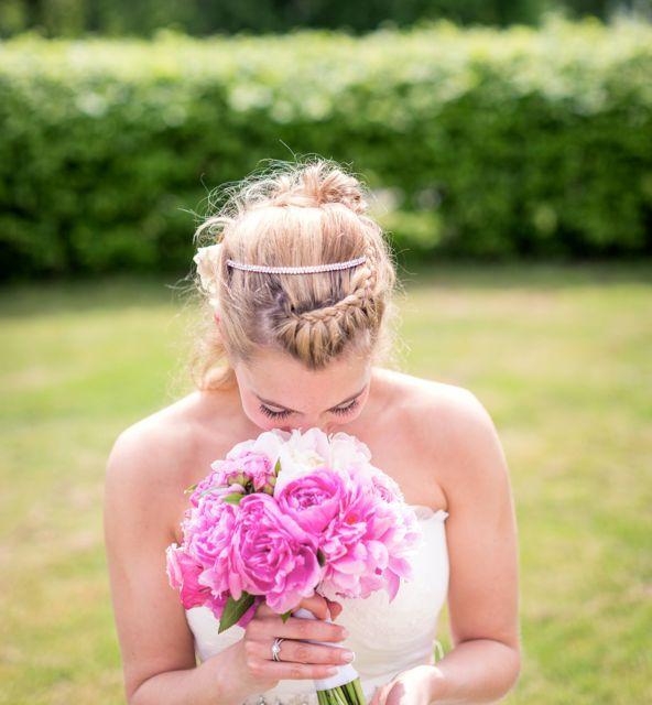 My wedding hair and bridal bouquet of pink peonies and roses. Photographer: Linda Jöner #wedding #weddingflowers #weddinghair #braid