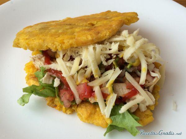Aprende a preparar tostones venezolanos con esta rica y fácil receta. El tostón venezolano consiste en un trozo grande de plátano verde aplanado y frito, se...