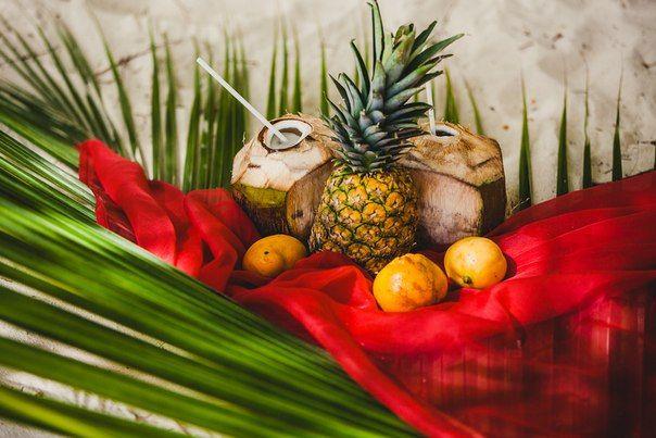 Свадьба в Доминикане (Weddings in the Dominican Republic); Натюрморт из фруктов (ананас, кокосы, апельсины); Still life of fruit (pineapple, coconuts, oranges)