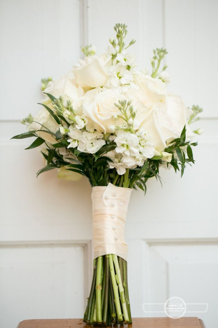 Bouquet de Noiva - Cor Branca e Verde, bouquet, buque, noiva, flores de casamento, bouquet branco, flores brancas, blog de casamento, mosquitinho, peônias