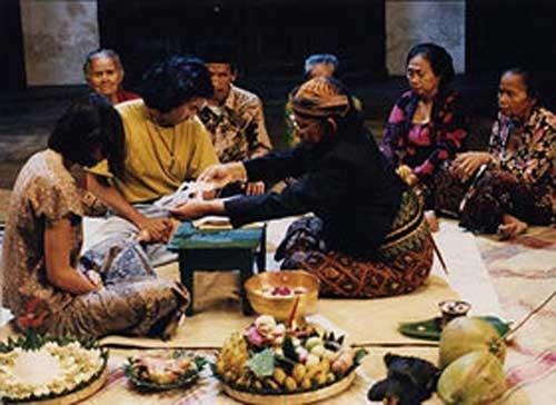 #7 Bulan Tertusuk Ilalang (Garin Nugroho), 1994