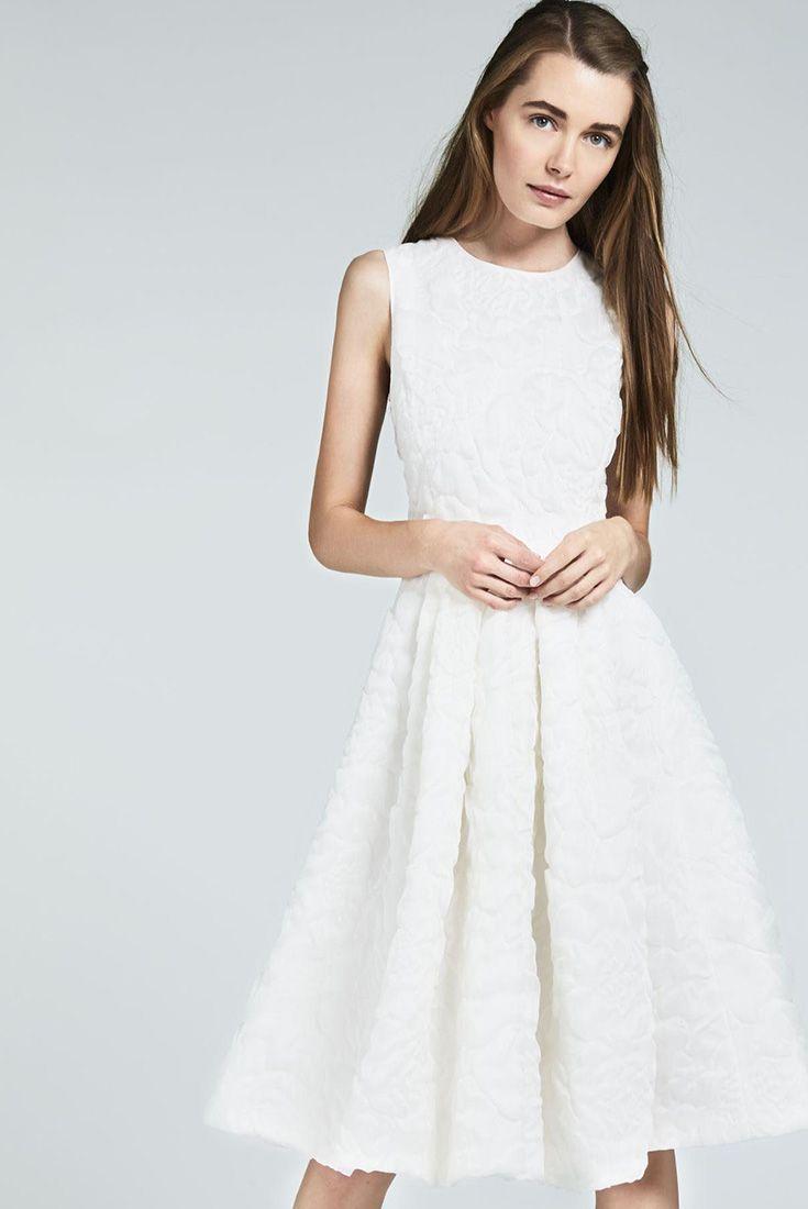 ICO, chic mini dress in fine silk and linen cloqué organza. Full knee-length skirt embellished with decorative folds. #MaxMaraBridal #weddingdress #abitodasposa