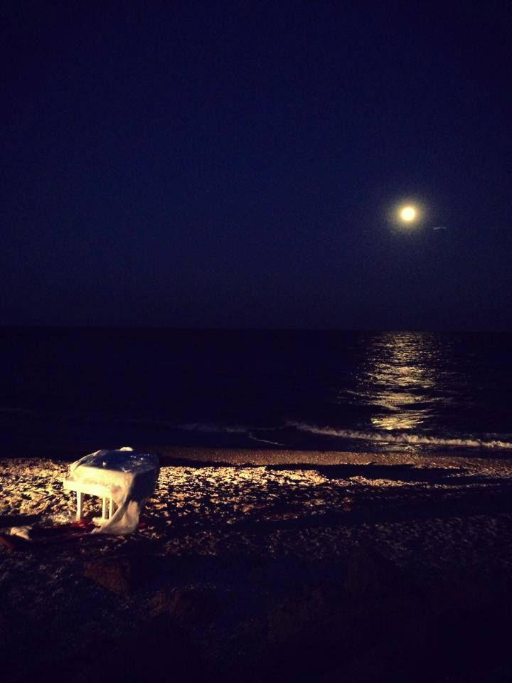 Filmari pe plaja. In curand la Speranta TV, o noua melodie interpretata de Sarah si Adrian Stroici.