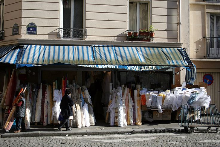 tissu marche | Marché aux tissus - Rue d'Orsel | 2005 | Biogue