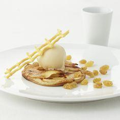 Een overheerlijke dun appeltaartje met caramelijs, die maak je met dit recept. Smakelijk!