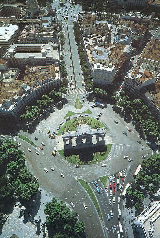 Vista desde el cielo de #Madrid de la Puerta de Alcalá ¡Espectacular!