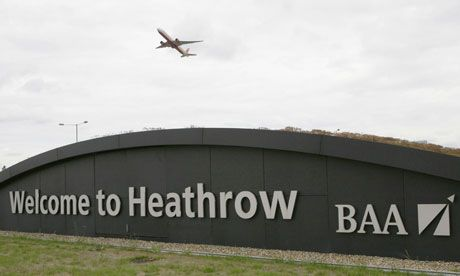 Heathrow airport, London (LHR)... oh I love that dirty water...