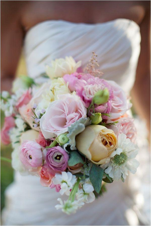Le Magnifique: a wedding inspiration blog for the stylish bride // www.lemagnifiqueblog.com: Backyard Farm Wedding by Rachel Joy Photos
