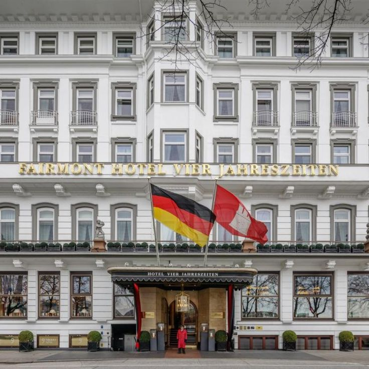 This 5-star hotel is located on the Alster Lake in the ...