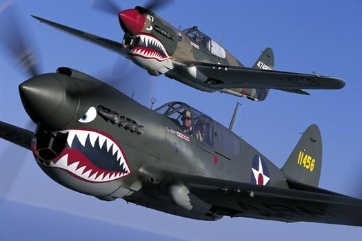 P 40 Warhawk In Flight I Like The Paint Job On The Top