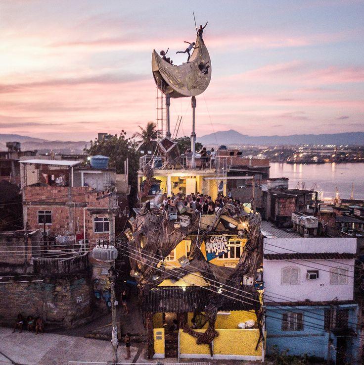 JR adds🌙 a habitable moon room to Casa Amarela Providencia, a cultural center in Rio's first favela, 2017