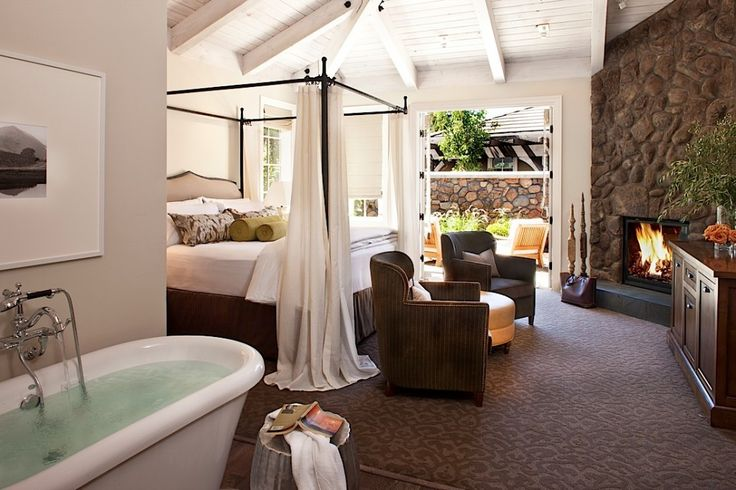 oh my goodness.  stunning bedroom with HIGH ceilings, a very open floor plan, a beautiful DEEP tub.