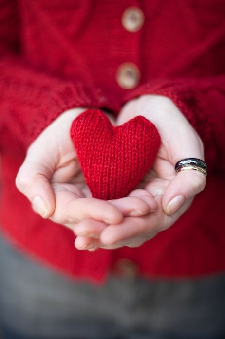 нем желание фото на аву сердечко в руках напишут живи