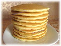 Пышные панкейки на молоке - очень вкусные!  молоко - 240 мл.,  яйца - 2 шт.,  сахар - 60 гр.,  разрыхлитель -2 ч. л. без горки Ванилин мука - 220-240 гр. 1+2/3 ст.  Яйца  взбить с сахаром , добавить тёплое молоко,  перемешать.  Всыпать  муку, разрыхлитель и ванилин,  перемешать tесто будет похоже на средней густоты сметану.  выпекаются на сухой сковороде.