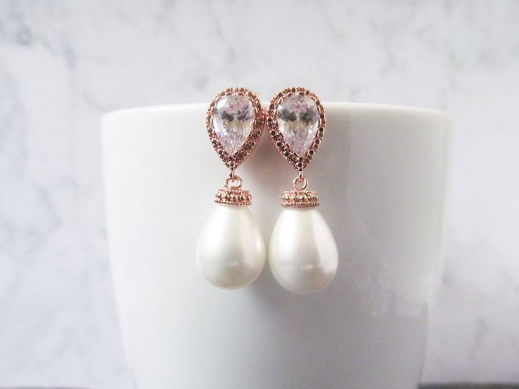 Rose gold bridal teardrop earrings, these gorgeous rose gold pearl earrings are made with a shell teardrop pearl and a luxurious cubic zircon teardrop post. This mix of luxury and elegant makes it the perfect addition to your wedding or special occasion.