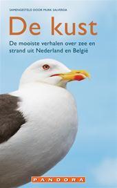 DE KUST - Murk Salverda - ISBN 9789025436841. De mooiste verhalen over zee en strand uit Nederland en België. Bloeiende duinhellingen met geurende kamperfoelie en roomwitte duinrozen, boulevards en onstuimig water. Zon, zee en zand, golven en geuren; onder anderen Nescio, Jan Wolkers,....GRATIS VERZENDING - BESTELLEN BIJ TOPBOOKS VIA BOL COM OF VERDER LEZEN? DUBBELKLIK OP BOVENSTAANDE FOTO!