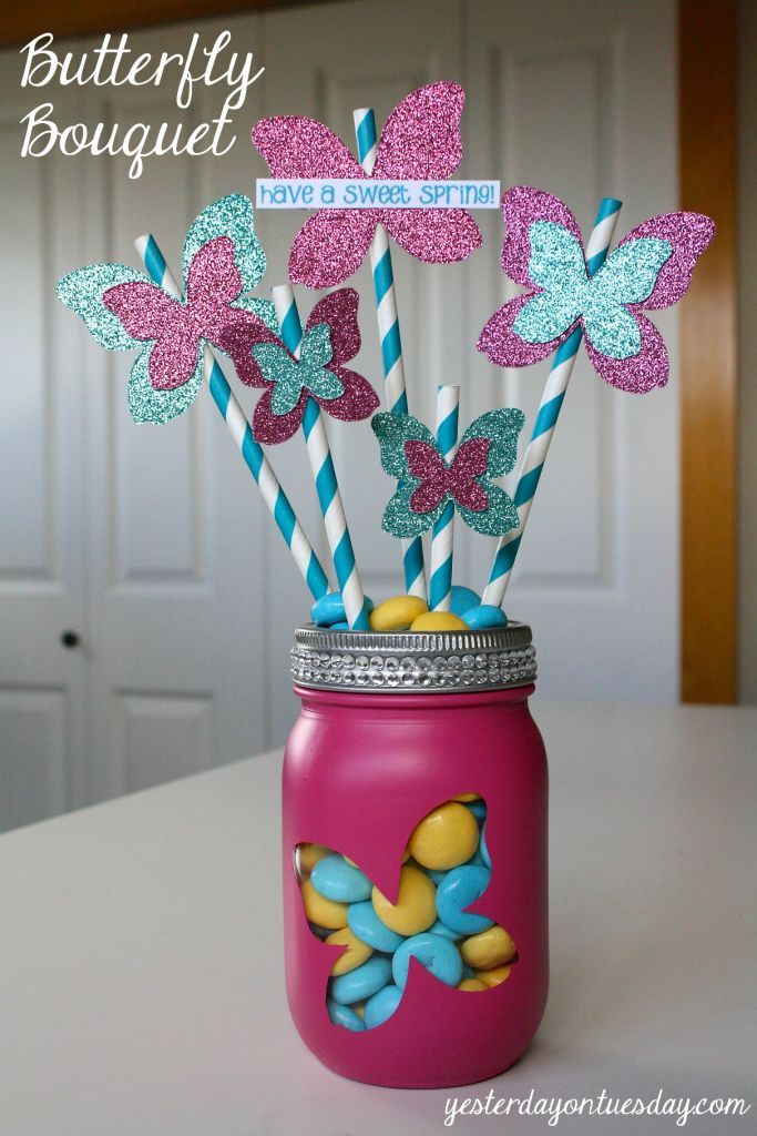 Butterfly Bouquet in a Jar: Spring is the time of transformations! Take a plain Mason Jar and make it something special. #masonjars