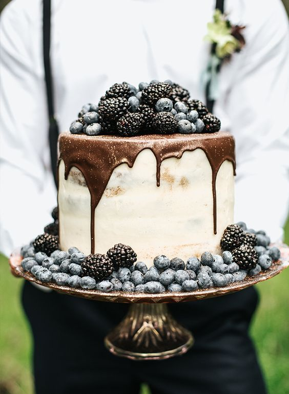 Easy cake decorating: ganache, beautiful fresh berries