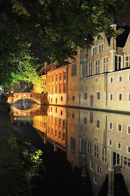 Brugge by night by midyat: Beautiful Cities, Brugge Belgium, Cities Brugge, Mooie Land Je, Beautiful Places, Ciudades Visitadas, Brugge Venetië Van, Ciudades Con, Belgium Www Doe Reizen Nl