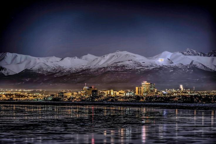 Alaszkáról sokan úgy gondolkodnak, mint egy mesevilágról, ahol nincs más, csak hó és jég. Pedig ez a hely sokkal több ennél: ha feledhetetlen túrákra, csodálatos ételekre és különleges vidékekre vágysz, vedd fel a bakancslistádra