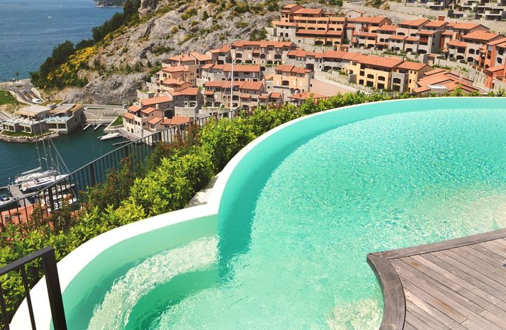 A Portopiccolo la piscina aerea - Foto - Il Piccolo