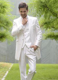 清潔感たっぷりな白のタキシードはこう好感度間違いなし!白の新郎衣装の参考一覧☆