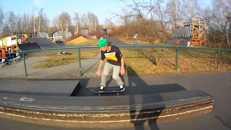 How to do skateboard tricks Easy People complete Skateboard SB-2 Toni Fo...