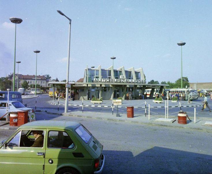 Búza tér, autóbusz-állomás.