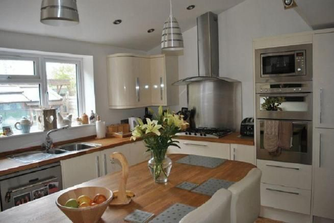 4 bedroom semi-detached house for sale in The Crossways, Old Coulsdon - Rightmove | Photos